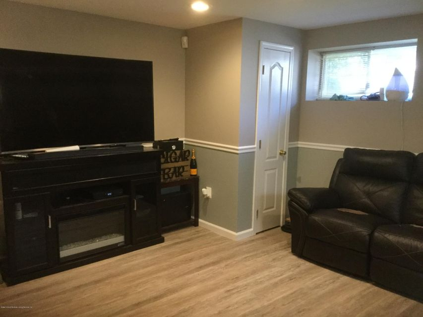Single Family - Semi-Attached 300 Vogel Avenue  Staten Island, NY 10309, MLS-1120971-20