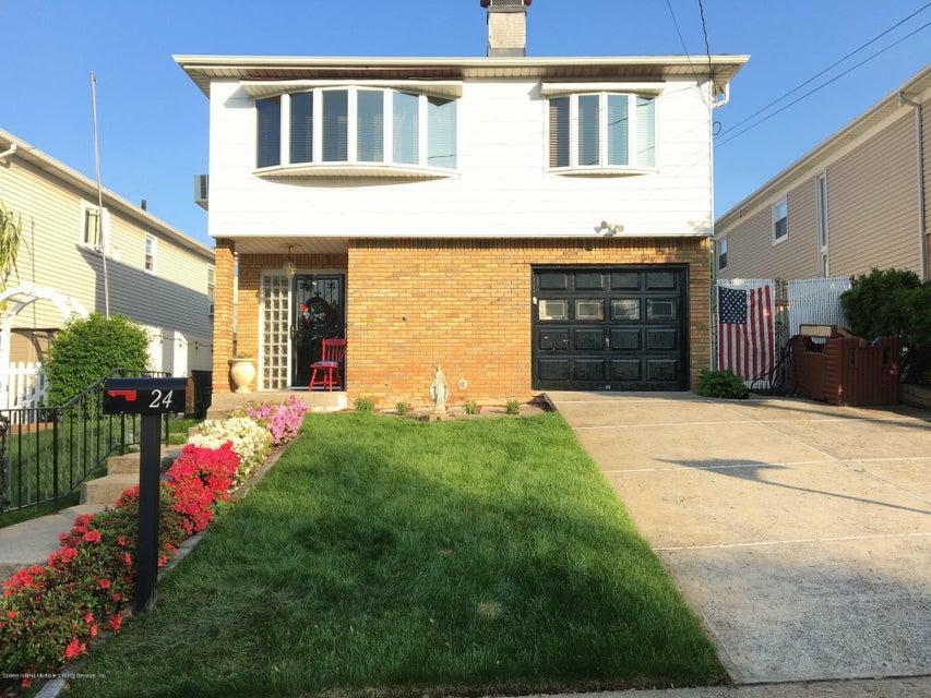 Single Family - Detached in  - 24 Daleham Street  , NY