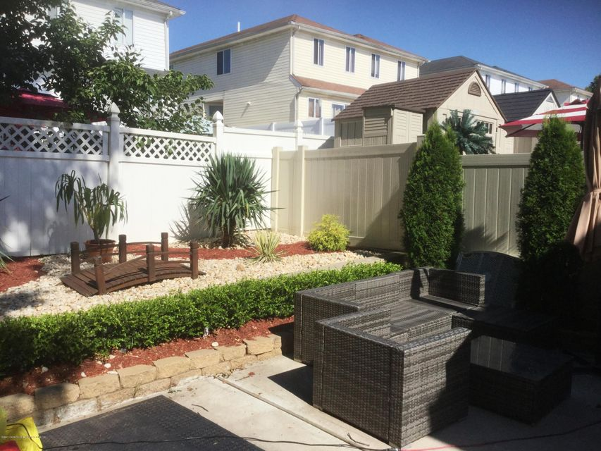 Single Family - Attached 41 Plumtree Lane  Staten Island, NY 10309, MLS-1120995-16