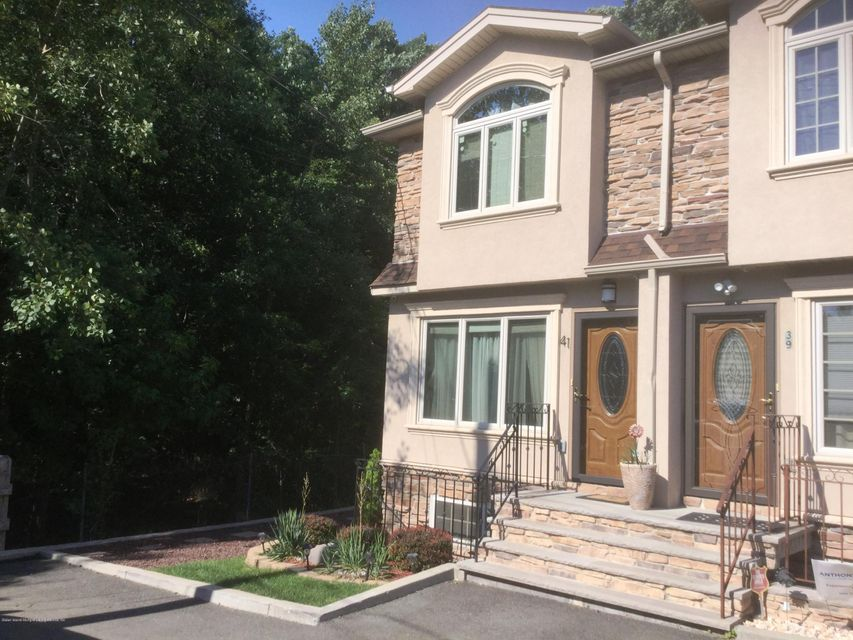 Single Family - Attached in Woodrow - 41 Plumtree Lane  Staten Island, NY 10309