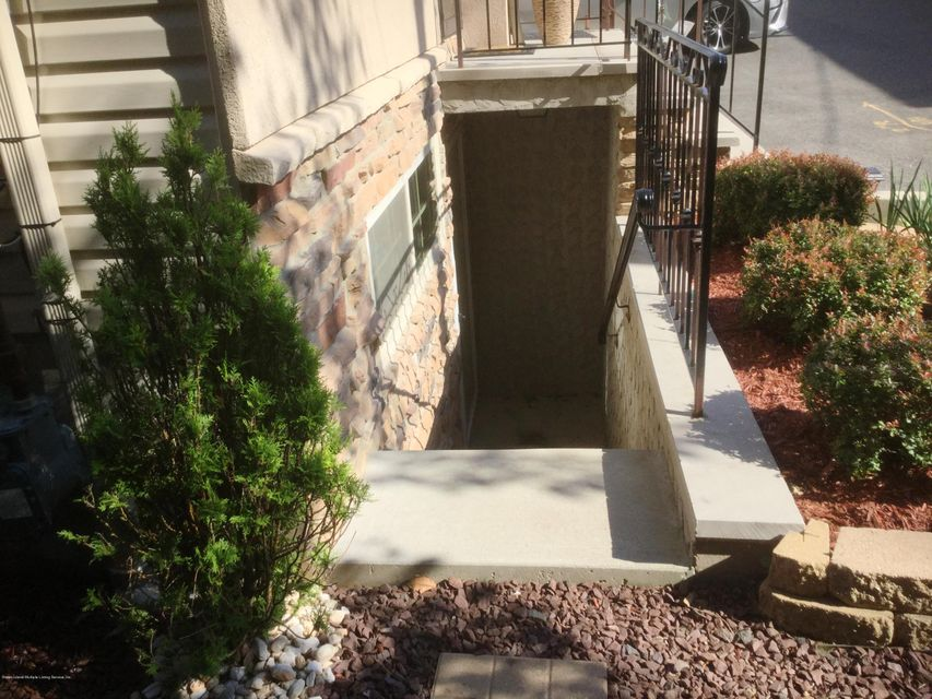 Single Family - Attached 41 Plumtree Lane  Staten Island, NY 10309, MLS-1120995-17