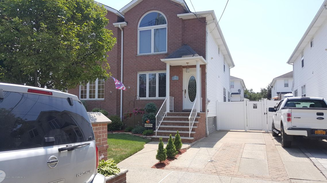 Single Family - Semi-Attached in Rossville - 292 Malvine Avenue  Staten Island, NY 10309