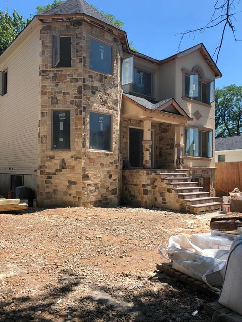 Single Family - Detached in S.E. Annadale - 496 King Street  Staten Island, NY 10312