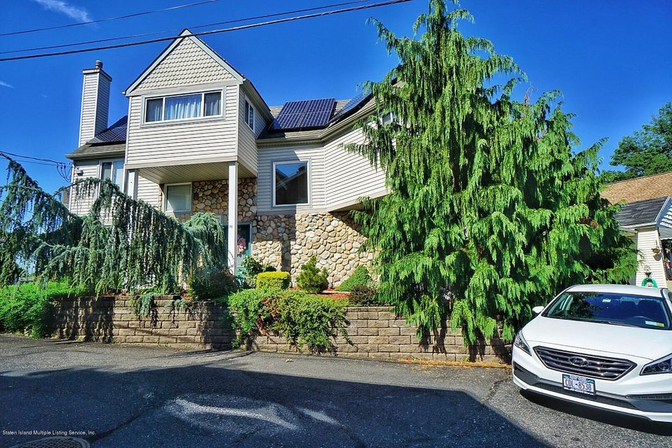 Single Family - Detached in Princes Bay - 15 Pumone Court  Staten Island, NY 10309