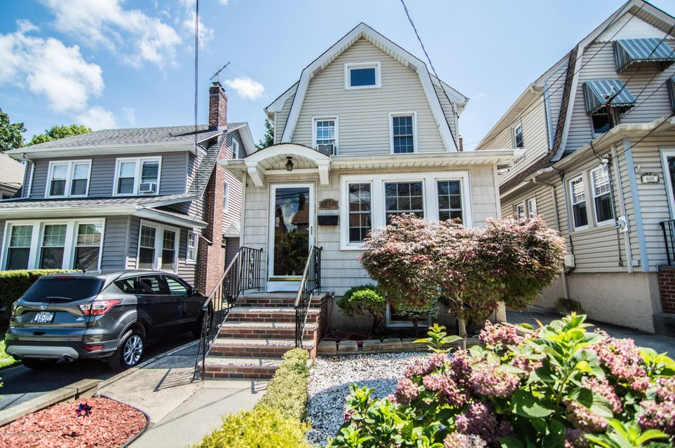 Single Family - Detached in Sunset Hill - 607 Bard Avenue  Staten Island, NY 10310