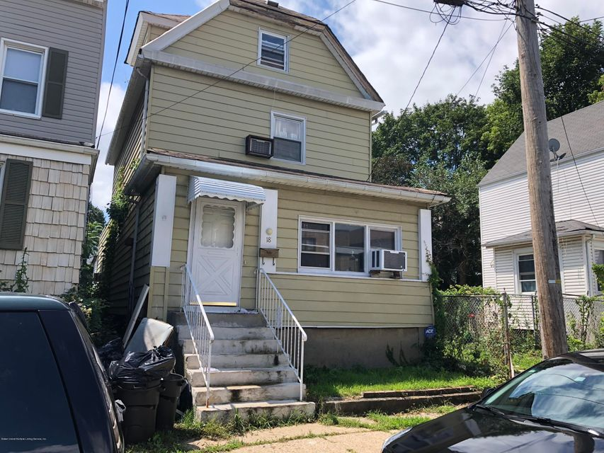 Single Family - Detached in Clifton - 18 Irving Place  Staten Island, NY 10304