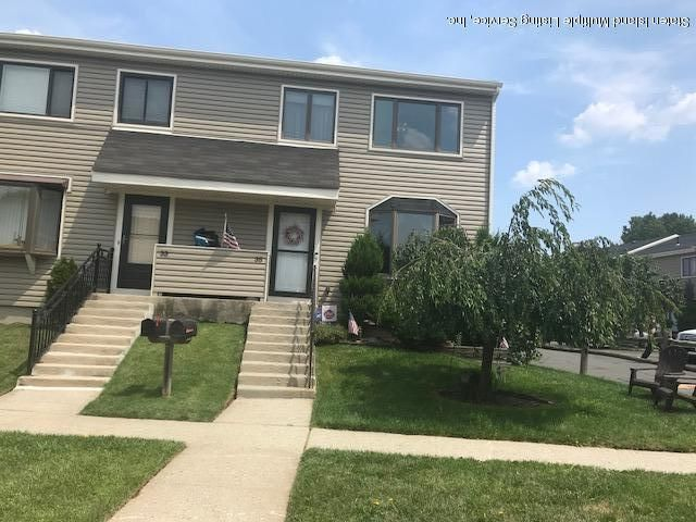 Condo in Rossville - 35 Arrowood Court  Staten Island, NY 10309