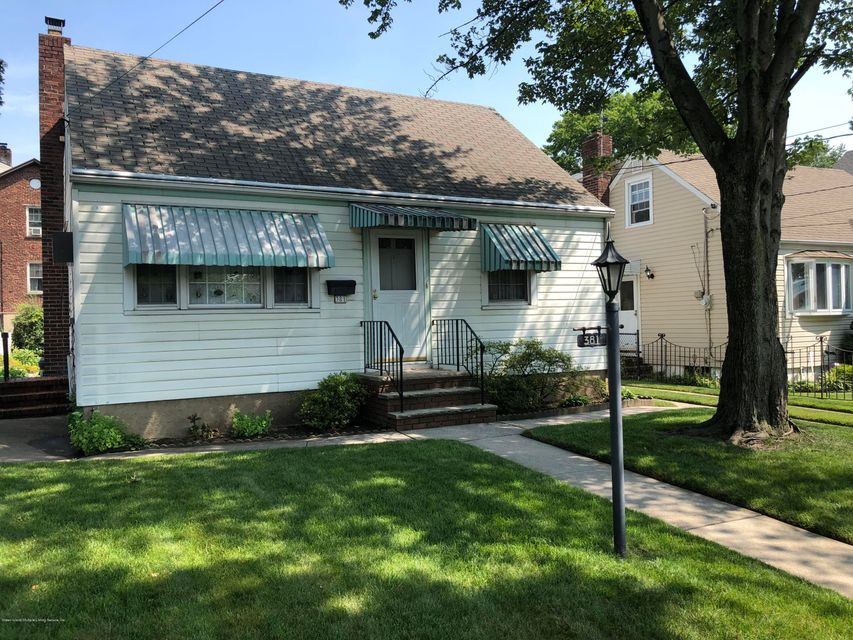 Single Family - Detached in Westerleigh - 381 Lathrop Avenue  Staten Island, NY 10314
