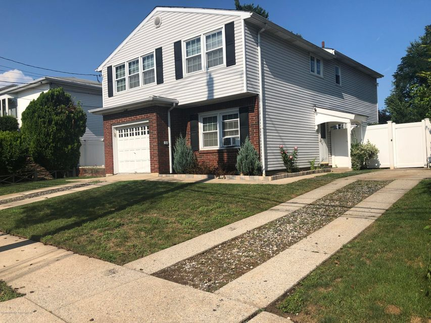 Two Family - Detached in Princes Bay - 89 Clearmont Avenue  Staten Island, NY 10309
