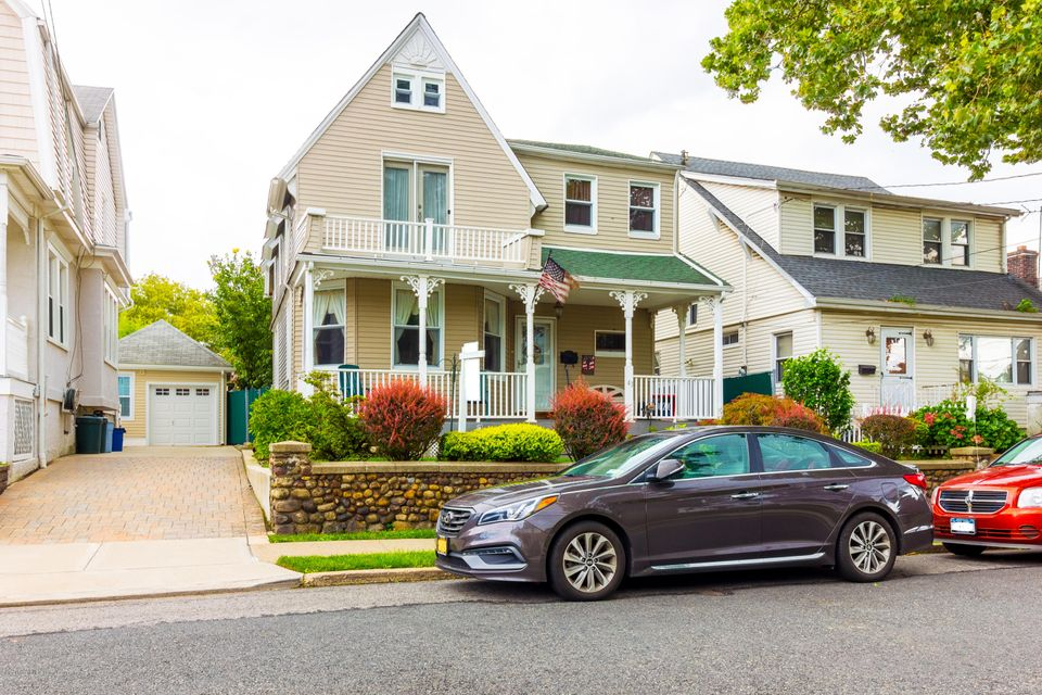 Single Family - Detached in Shore Acres - 43 Egbert Place  Staten Island, NY 10305