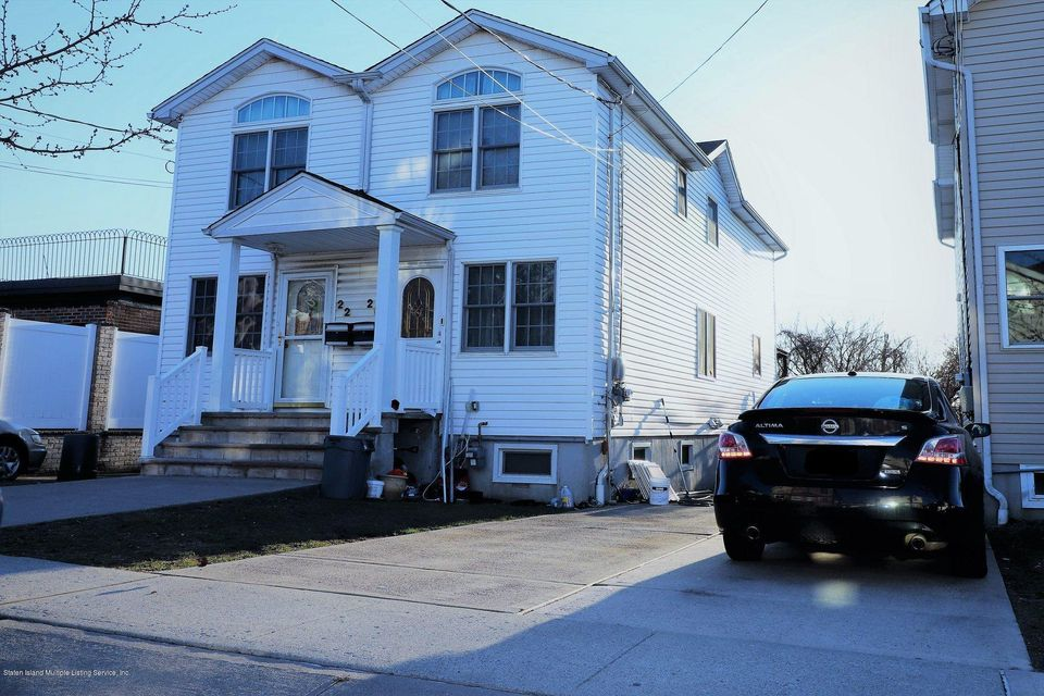 Single Family - Semi-Attached in Manor Heights - 20 Wellbrook Avenue  Staten Island, NY 10314