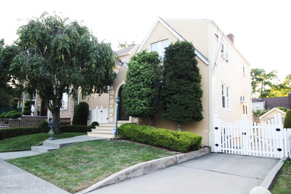 Single Family - Detached in Dongan Hills Colony - 175 Overlook Avenue  Staten Island, NY 10304