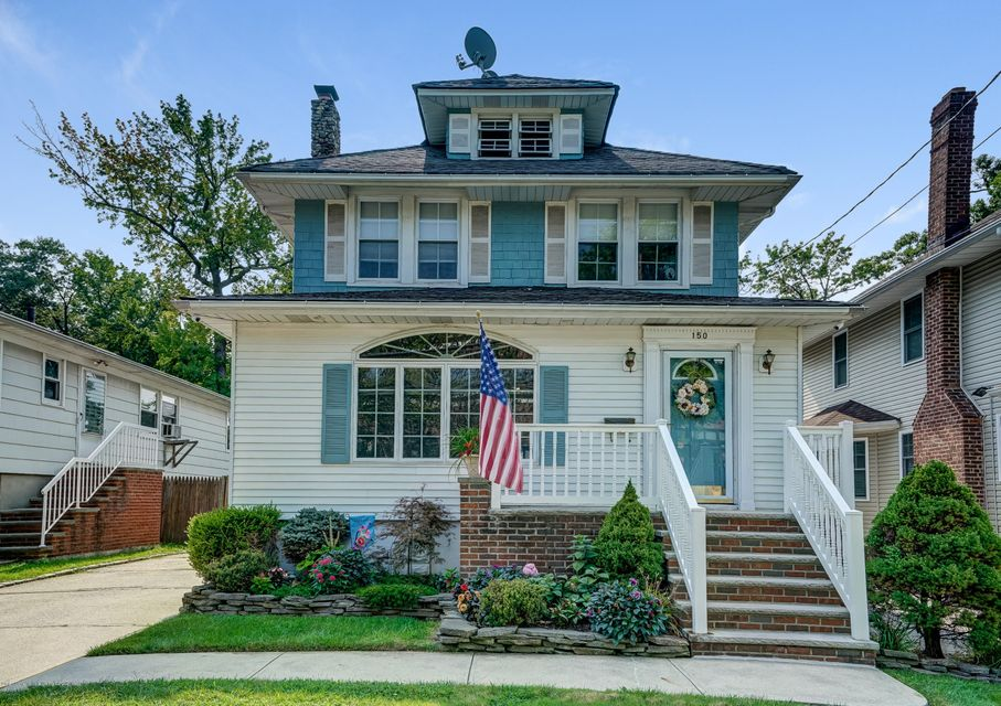 Single Family - Detached in Great Kills - 150 Lindenwood Road  Staten Island, NY 10308