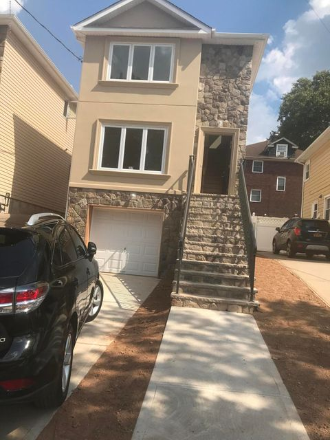 Single Family - Detached in Westerleigh - 297 Jewett Ave   Staten Island, NY 10314