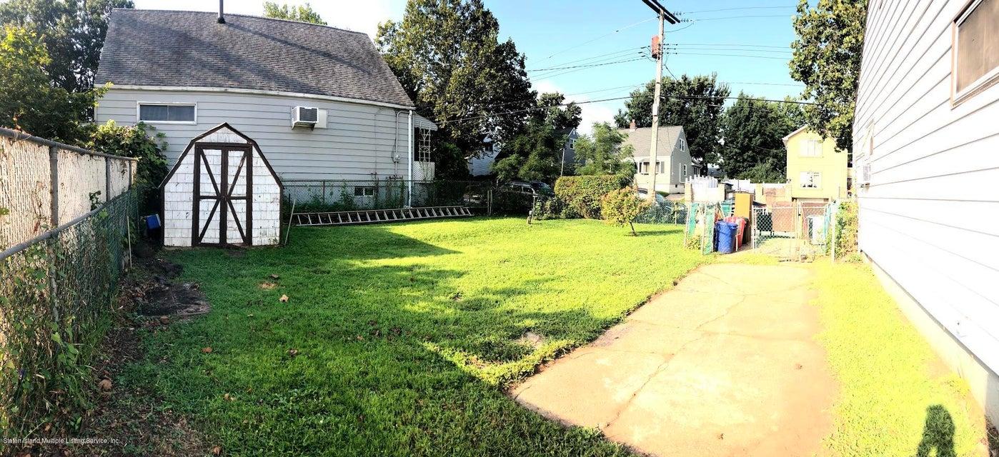 Single Family - Detached 207 Fanning Street  Staten Island, NY 10314, MLS-1122522-17