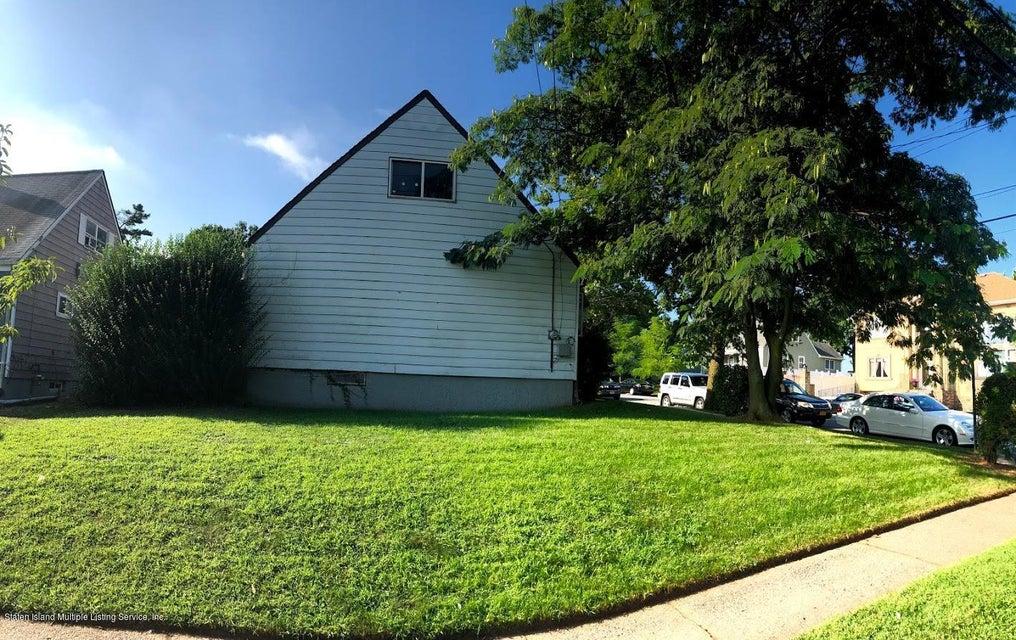 Single Family - Detached 207 Fanning Street  Staten Island, NY 10314, MLS-1122522-28