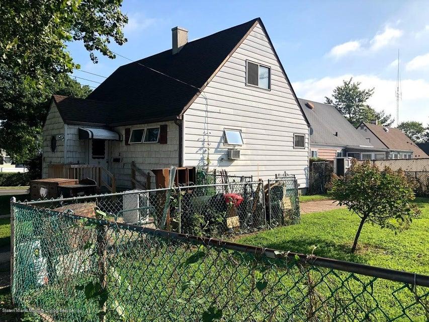 Single Family - Detached 207 Fanning Street  Staten Island, NY 10314, MLS-1122522-30