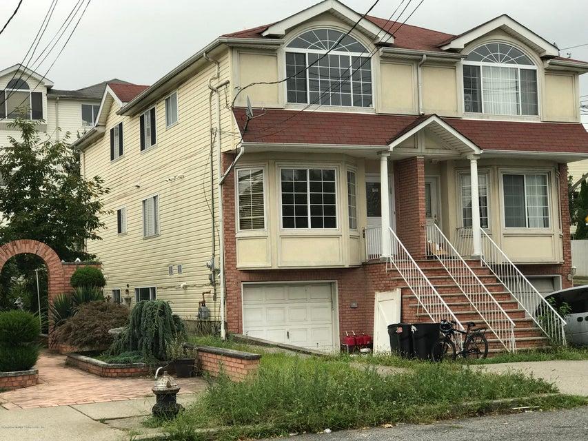 Single Family - Semi-Attached in Pleasant Plains - 149 Gladwin Street  Staten Island, NY 10309