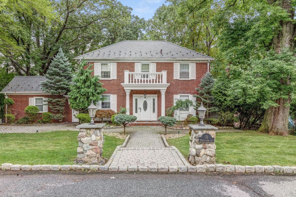 Single Family - Detached in Todt Hill - 71 Westminster Court  Staten Island, NY 10304