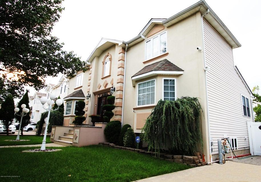 Single Family - Detached 37 Pond Street  Staten Island, NY 10309, MLS-1122869-2