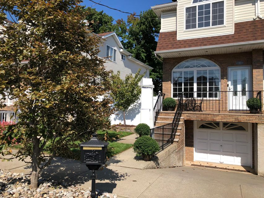 Single Family - Semi-Attached in Annadale - 39 Jeanette Avenue  Staten Island, NY 10312