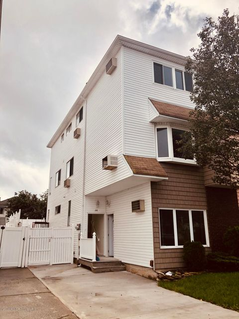 Two Family - Semi-Attached in Arden Heights - 26 Green Valley Road  Staten Island, NY 10312