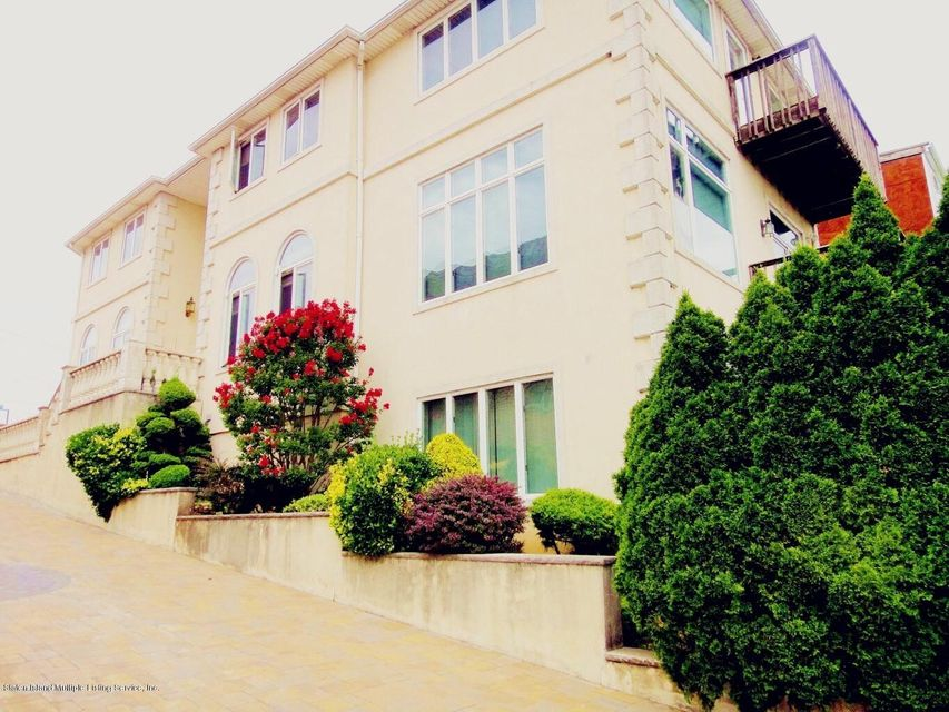 Single Family - Detached in Dongan Hills Colony - 132 Overlook Avenue  Staten Island, NY 10304