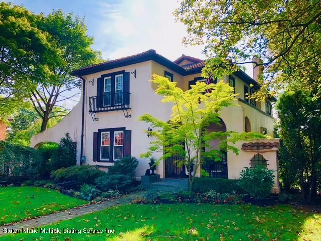 Single Family - Detached in Sunset Hill - 30 Parkview Place  Staten Island, NY 10310
