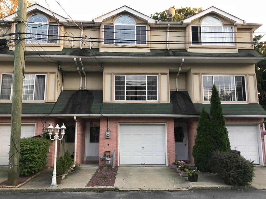 Single Family - Attached in Pleasant Plains - 40 Cranberry Court  Staten Island, NY 10309