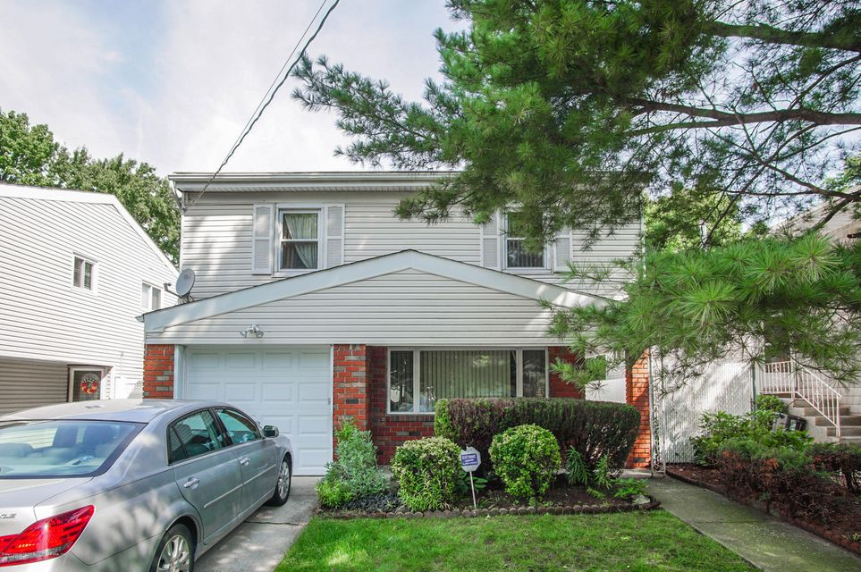 Single Family - Detached in Willowbrook - 73 Dreyer Avenue  Staten Island, NY 10314