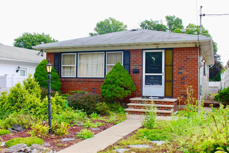 Single Family - Detached in Annadale - 72 Rensselaer Avenue  Staten Island, NY 10312