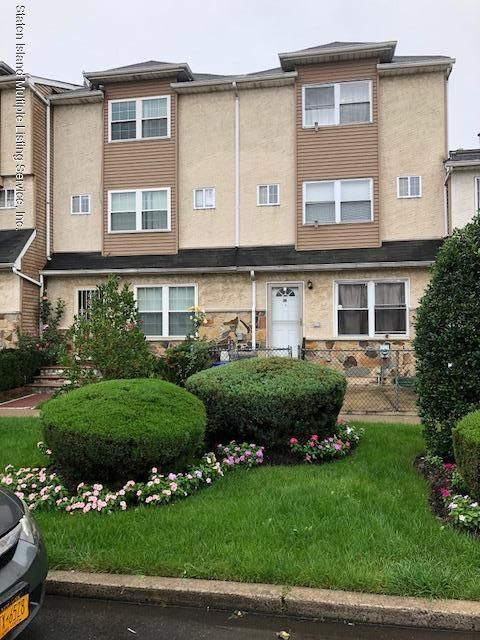 Single Family - Attached in Clifton - 42 Skyline Drive  Staten Island, NY 10304