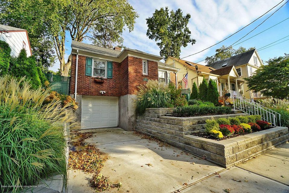 Single Family - Detached in Westerleigh - 287 Neal Dow Avenue  Staten Island, NY 10314