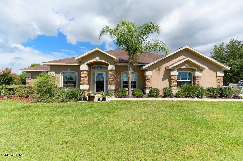 10379 N Circle M Avenue, Dunnellon, FL 34433