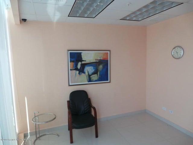 PANAMA VIP10, S.A. Oficina en Venta en Obarrio en Panama Código: 14-559 No.2