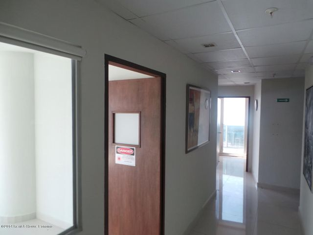 PANAMA VIP10, S.A. Oficina en Venta en Obarrio en Panama Código: 14-559 No.7