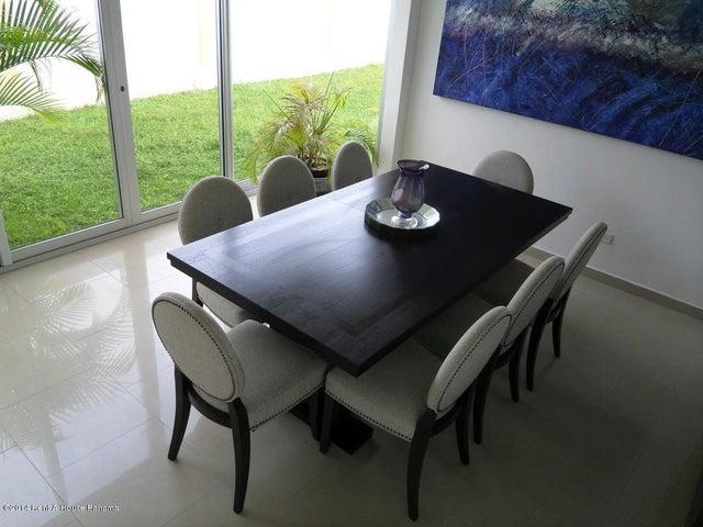 PANAMA VIP10, S.A. Casa en Venta en Costa Sur en Panama Código: 14-716 No.3