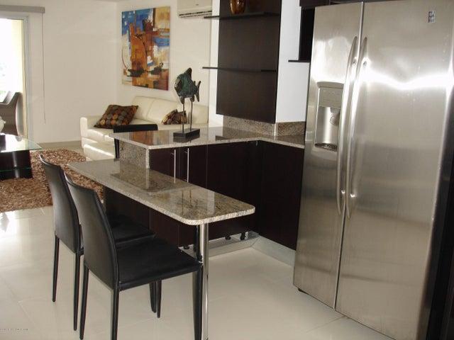PANAMA VIP10, S.A. Apartamento en Venta en Altos de Panama en Panama Código: 14-482 No.2