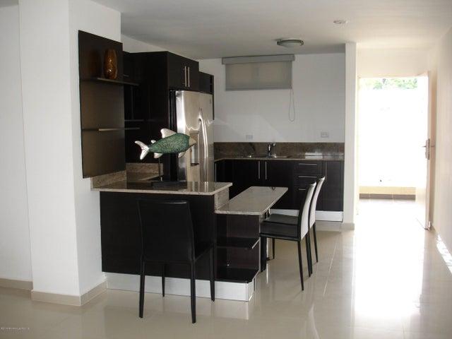 PANAMA VIP10, S.A. Apartamento en Venta en Altos de Panama en Panama Código: 14-482 No.6