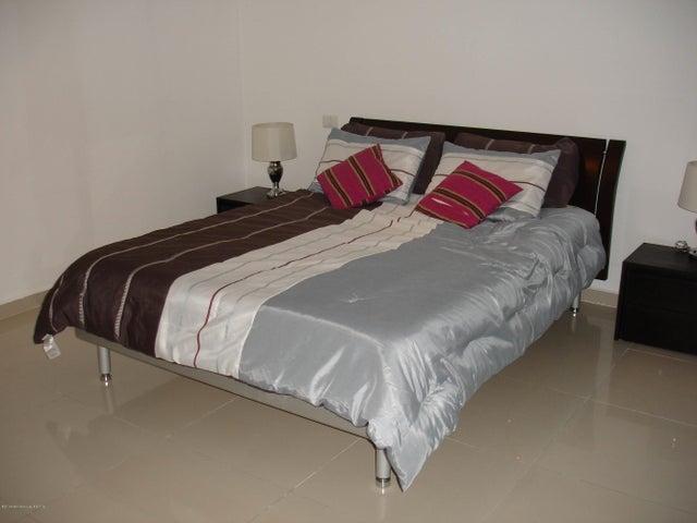 PANAMA VIP10, S.A. Apartamento en Venta en Altos de Panama en Panama Código: 14-485 No.8