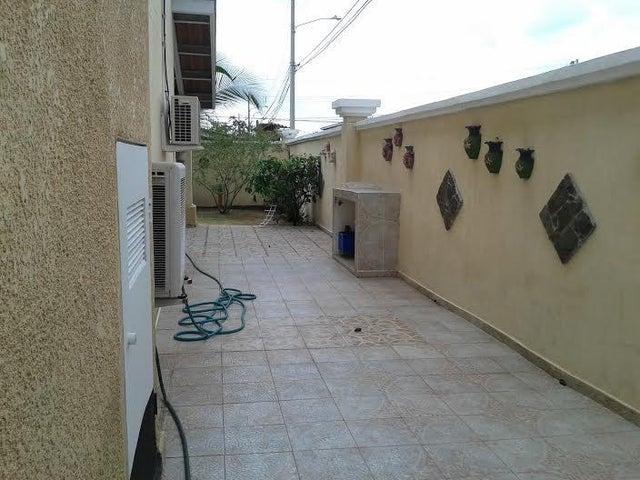 PANAMA VIP10, S.A. Casa en Venta en Brisas Del Golf en Panama Código: 16-403 No.3