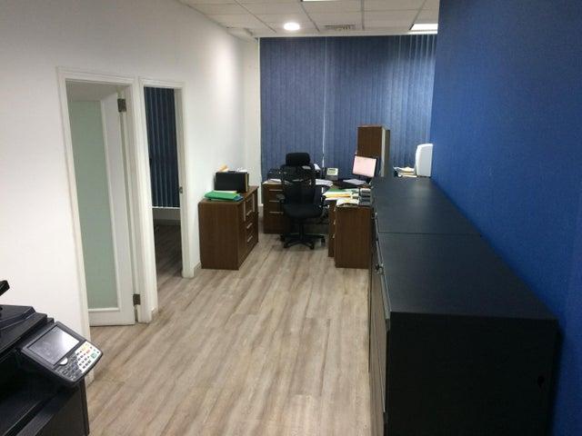 PANAMA VIP10, S.A. Oficina en Venta en Obarrio en Panama Código: 17-361 No.3