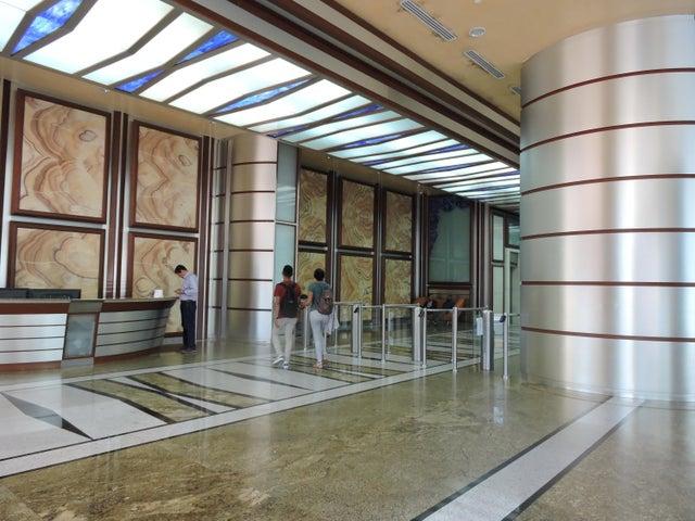 PANAMA VIP10, S.A. Oficina en Venta en Obarrio en Panama Código: 17-413 No.1