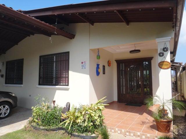 PANAMA VIP10, S.A. Casa en Venta en Brisas Del Golf en Panama Código: 17-524 No.1