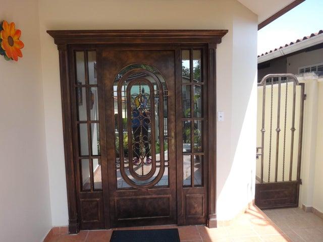 PANAMA VIP10, S.A. Casa en Venta en Brisas Del Golf en Panama Código: 17-524 No.2