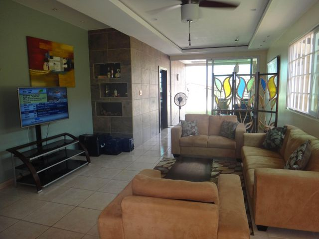 PANAMA VIP10, S.A. Casa en Venta en Brisas Del Golf en Panama Código: 17-524 No.4