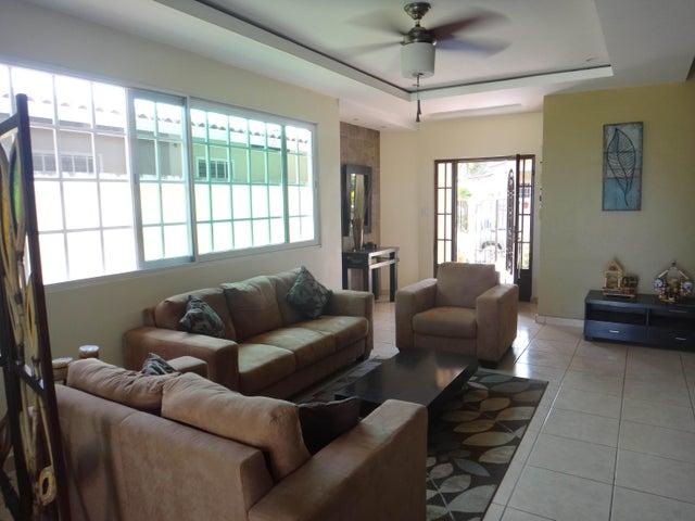 PANAMA VIP10, S.A. Casa en Venta en Brisas Del Golf en Panama Código: 17-524 No.6