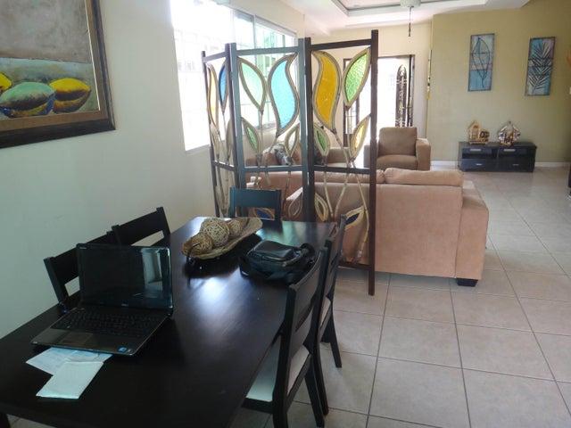 PANAMA VIP10, S.A. Casa en Venta en Brisas Del Golf en Panama Código: 17-524 No.8