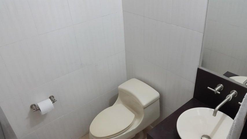 PANAMA VIP10, S.A. Apartamento en Venta en Costa del Este en Panama Código: 17-707 No.7