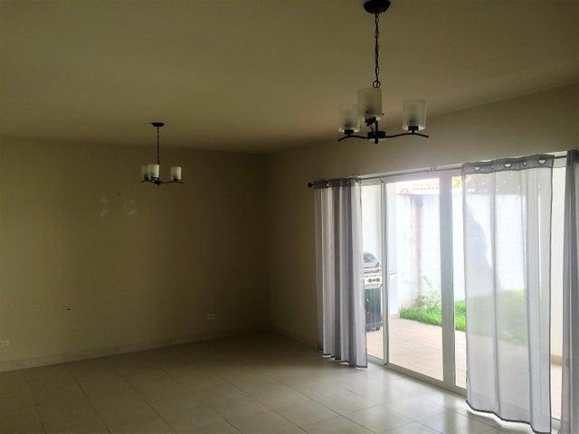 PANAMA VIP10, S.A. Casa en Venta en Versalles en Panama Código: 17-771 No.8